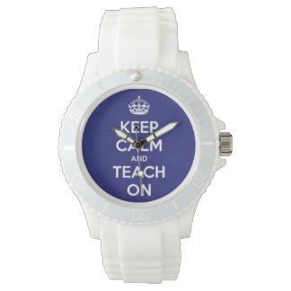 Behalten Sie Ruhe und unterrichten Sie auf blauer Armbanduhr