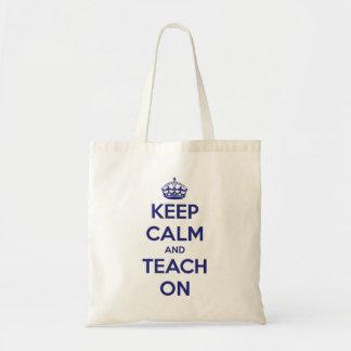 Behalten Sie Ruhe und unterrichten Sie auf blauer Budget Stoffbeutel