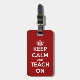 Behalten Sie Ruhe und unterrichten Sie auf Rot Kofferanhänger