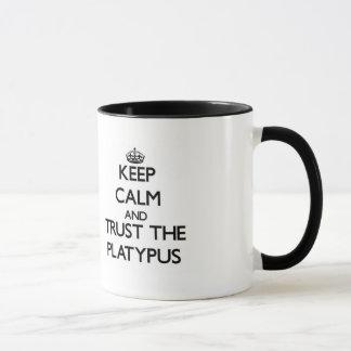 Behalten Sie Ruhe und vertrauen Sie dem Platypus Tasse