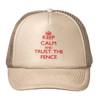 Behalten Sie Ruhe und vertrauen Sie dem Zaun Trucker Caps