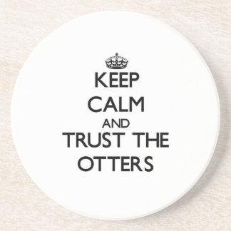 Behalten Sie Ruhe und vertrauen Sie den Ottern Getränke Untersetzer