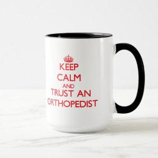 Behalten Sie Ruhe und vertrauen Sie einem Tasse
