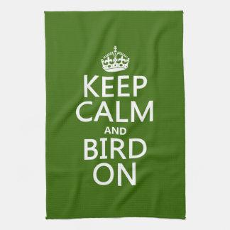 Behalten Sie Ruhe und Vogel an Küchentuch