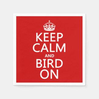 Behalten Sie Ruhe und Vogel an Papierserviette