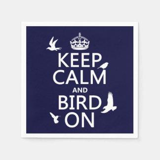 Behalten Sie Ruhe und Vogel an Papierservietten