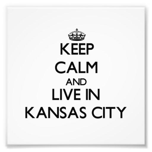 Behalten Sie Ruhe und wohnen Sie in Kansas City Fotodrucke