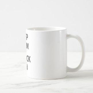 Behalten Sie Ruhe und Wrack an Kaffeetasse