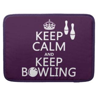 Behalten Sie ruhig und behalten Sie Bowling - alle MacBook Pro Sleeve