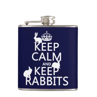 Behalten Sie ruhig und behalten Sie Kaninchen - Flachmann