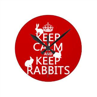 Behalten Sie ruhig und behalten Sie Kaninchen - Runde Wanduhr