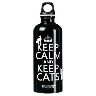 Behalten Sie ruhig und behalten Sie Katzen Wasserflasche
