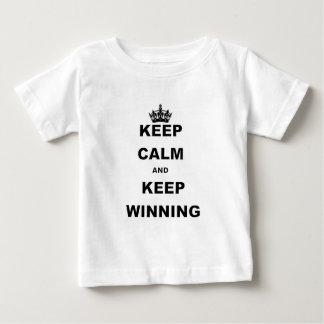 BEHALTEN Sie RUHIG UND BEHALTEN Sie WINNING.png Baby T-shirt