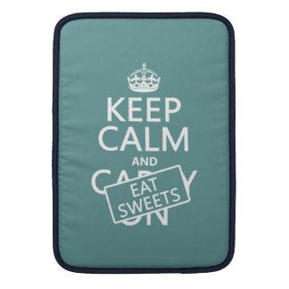 Behalten Sie ruhig und essen Sie die Süßigkeiten MacBook Sleeve
