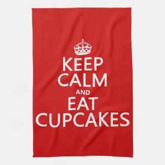 Behalten Sie ruhig und essen Sie kleine Kuchen Geschirrtuch