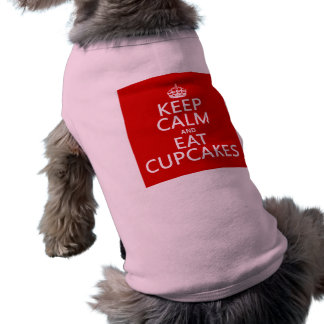 Behalten Sie ruhig und essen Sie kleine Kuchen T-Shirt