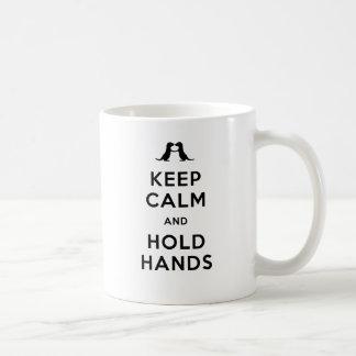 Behalten Sie ruhig und halten Sie Hände (die Kaffeetasse