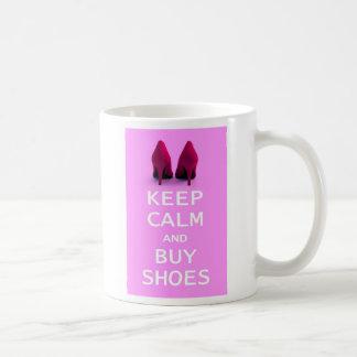 Behalten Sie ruhig und kaufen Sie Schuhe Kaffeetasse