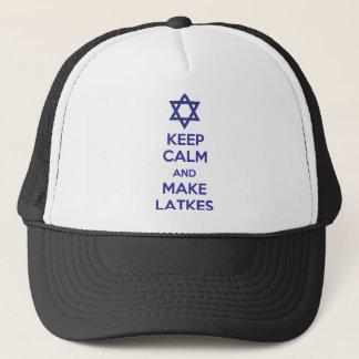 Behalten Sie ruhig und machen Sie Latkes Truckerkappe