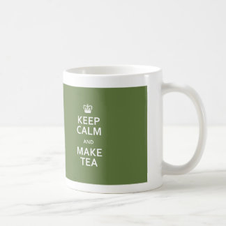 Behalten Sie ruhig und stellen Sie Kaffeetasse