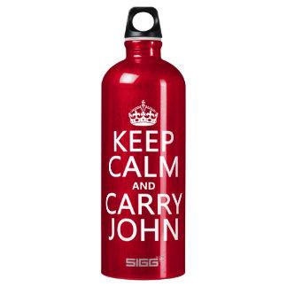 Behalten Sie ruhig und tragen Sie John (irgendeine Wasserflasche