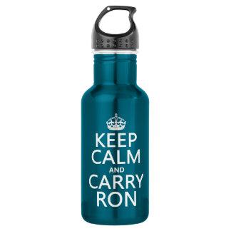 Behalten Sie ruhig und tragen Sie Ron (irgendeine Trinkflasche