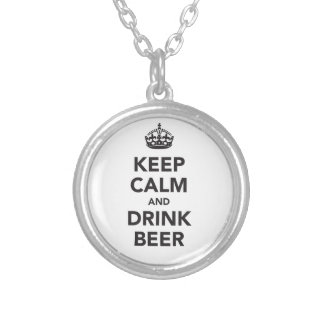 Behalten Sie ruhige und Getränk-Bier-Phrase Versilberte Kette