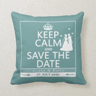 Behalten Sie ruhige und Save the Date lesbische Zierkissen