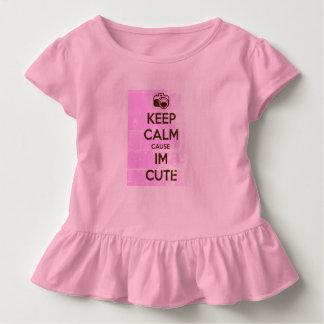 BEHALTEN Sie RUHIGE URSACHE, die ich NIEDLICH bin Kleinkind T-shirt