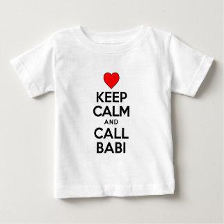 Behalten Sie ruhigen Anruf Babi Baby T-shirt