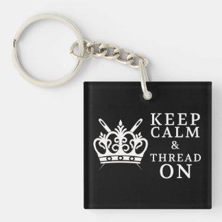 Behalten Sie ruhigen Faden auf dem Handwerk Schlüsselanhänger