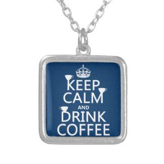 Behalten Sie ruhiger und Getränk-Kaffee - alle Versilberte Kette