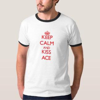 Behalten Sie ruhiges und Kuss-As T-Shirt