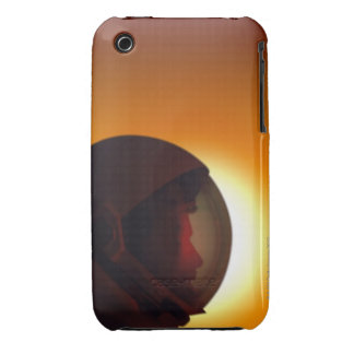 Behelmter Astronaut gegen den Sun iPhone 3 Hüllen