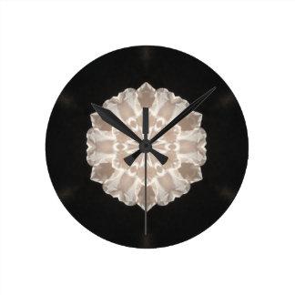 beige und Sahneabstrakte mit Blumenkunst Runde Wanduhr