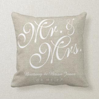 Beige weißer Leinenherr und Frau Wedding Pillow Kissen