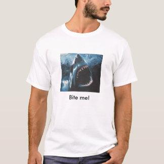 Beißen Sie mich, ich laufen aus Plätzen heraus, um T-Shirt