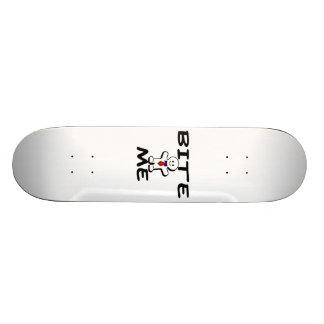 Beißen Sie mich Lebkuchen-Mann Skateboardbrett