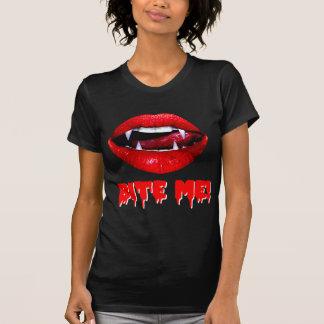Beißen Sie mich Vampir Halloween T-Shirt