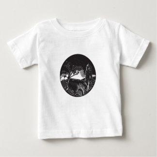 Belfry-Turm auf Hügel-Baum-Kreis-Holzschnitt Baby T-shirt