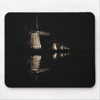 Belichtete Windmühlen am Nachtmousepad Mousepad