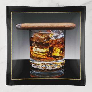 Bemannt Whiskyund Zigarretrinket-Teller Dekoschale