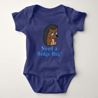Benötigen Sie ein Hecken-Umarmungs-Shirt Baby Strampler