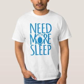 Benötigen Sie mehr blauen gähnenden Slogan-T - T-Shirt