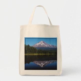 Berg-Haube reflektiert im See Einkaufstasche
