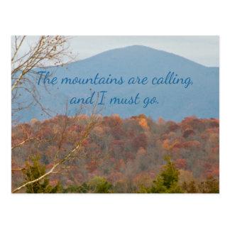Berge des Wanderlust-Zitat-| sind nennend ich Postkarte