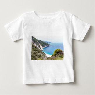 Berge und Meer in der griechischen Bucht Baby T-shirt