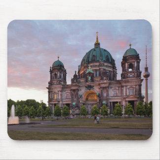 Berlin-Kathedrale mit Fernsehenturm und Lustgar Mousepad