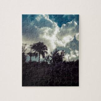 Bermuda-Himmel hinter Gipfel Puzzle