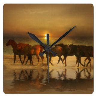 Bernsteinfarbige Herden-Pferdeuhr Quadratische Wanduhr